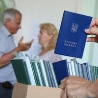 Заполнение трудовой книжки с ошибками не является основанием для отказа в назначении пенсии